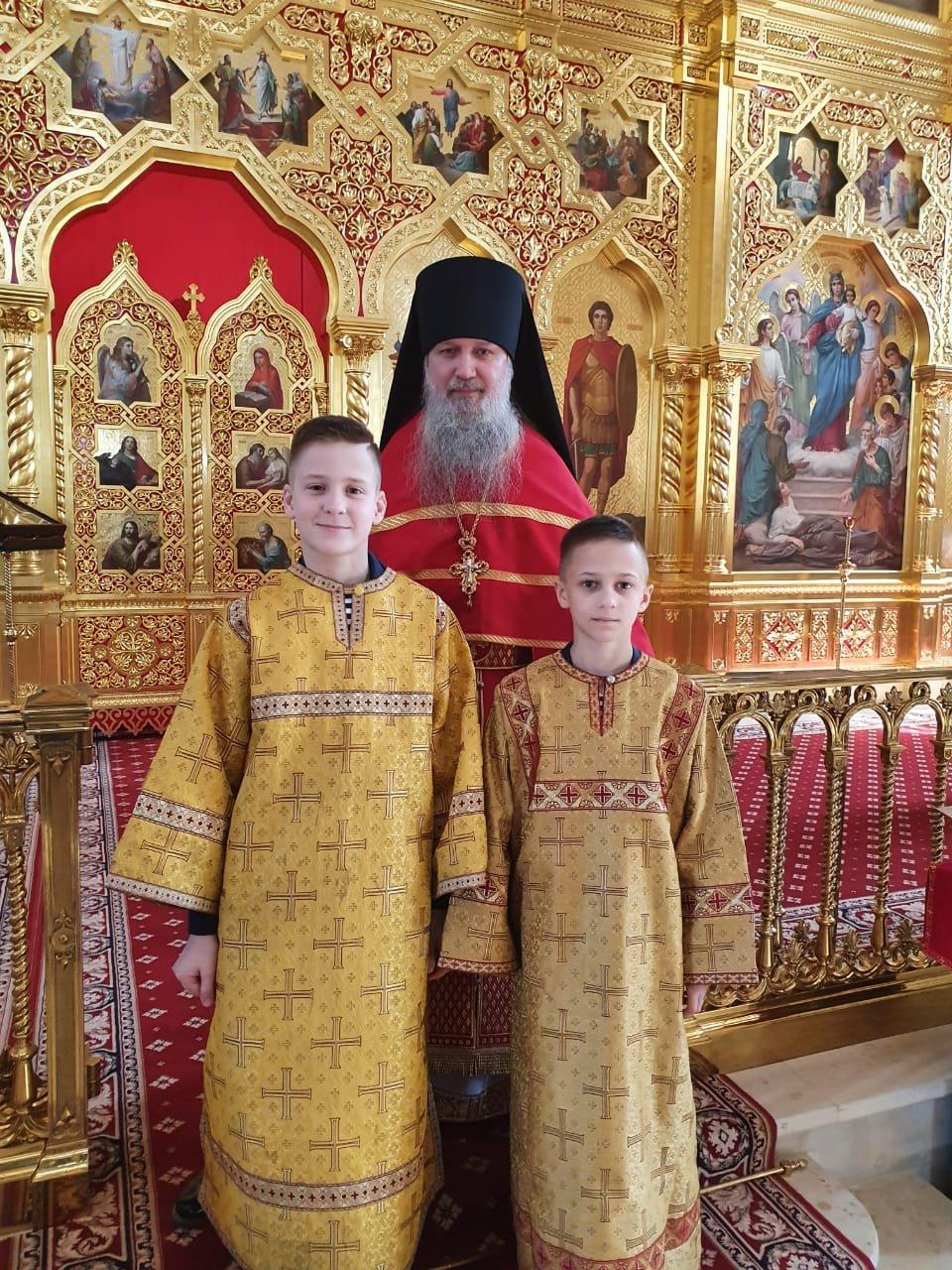 Отец Фома с воспитанниками Нахимовского училища после Божественной литургии, 6 июня 2021 года от Рождества Христова
